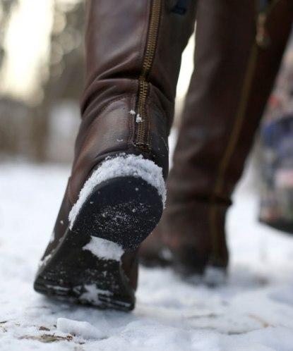 Скользкая подошва на зимней обуви: что делать в домашних условиях